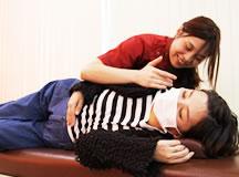 マタニティマッサージ療法の治療風景|大分県中津市わいわい整骨院・整体院