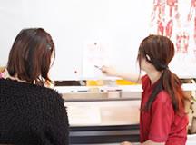 マタニティマッサージ療法の説明・生活指導風景|大分県中津市わいわい整骨院・整体院